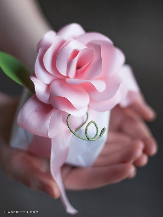 Paper Rose Gift Topper