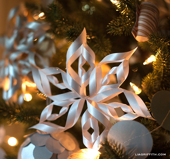 Making 3 D Paper Snowflakes
