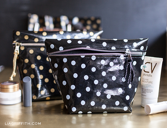 DIY Makeup Bags Made of Oilcloth