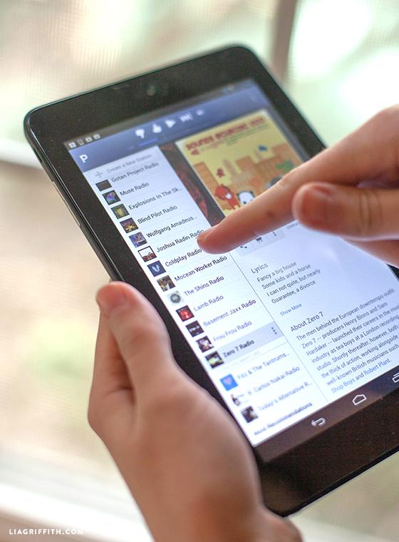 Dell_Tablet_Palying_Pandora