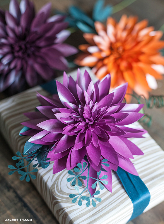 DIY_Paper_Dahlia_Gift_Topper