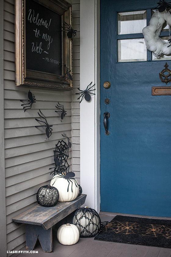 Halloween_DIY_Front_Door_Decor
