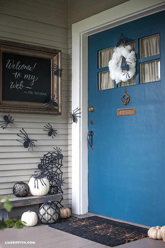 Halloween_Door_Decor_DIY
