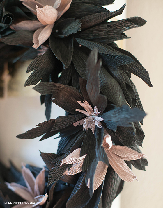 Black_Crepe_Paper_DIY_Wreath