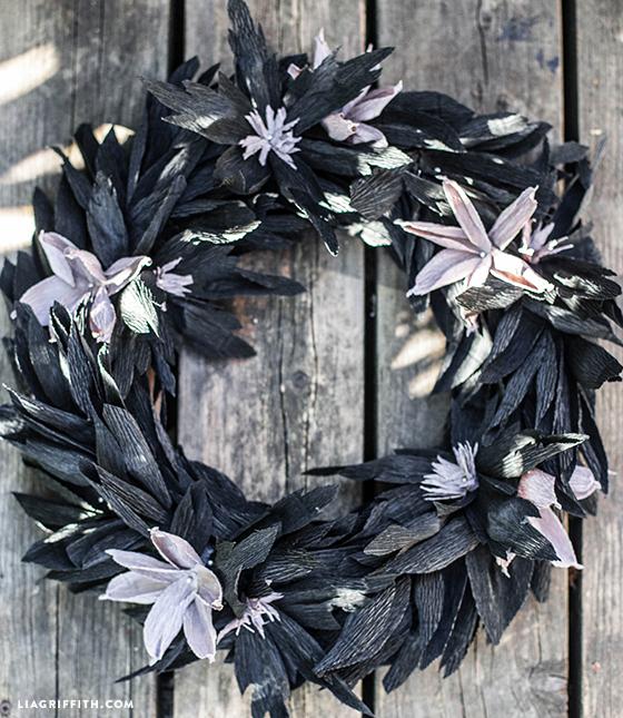 DIY_Black_Wreath_Crepe_Paper