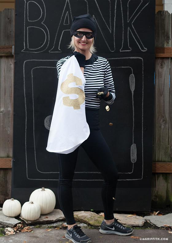 DIY_No_Sew_Robber_Costume
