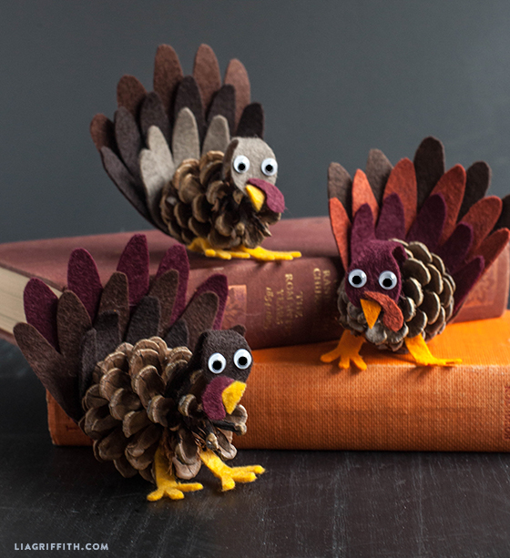 Kids_Craft_Pine_Cone_Felt_Turkey