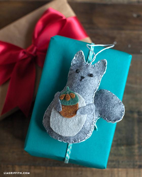 Felt_Squirrel_Gift-Topper
