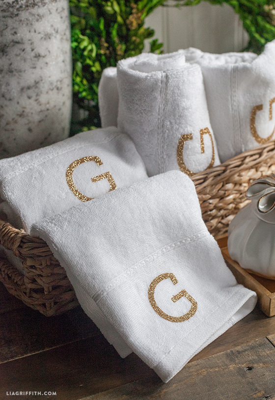 Gold_Monogram_Towel_DIY