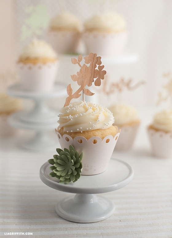 Wooden_Flower_Cake_Topper
