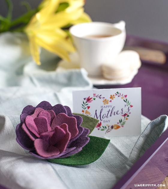 diy mother's day felt flower brooch