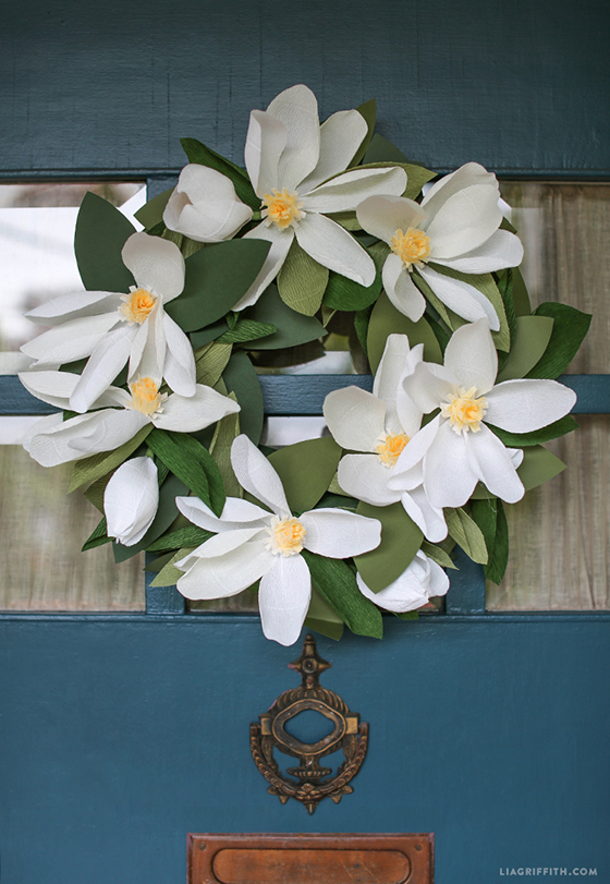 DIY_Summer_Crepe_Paper_Magnoila_Wreath