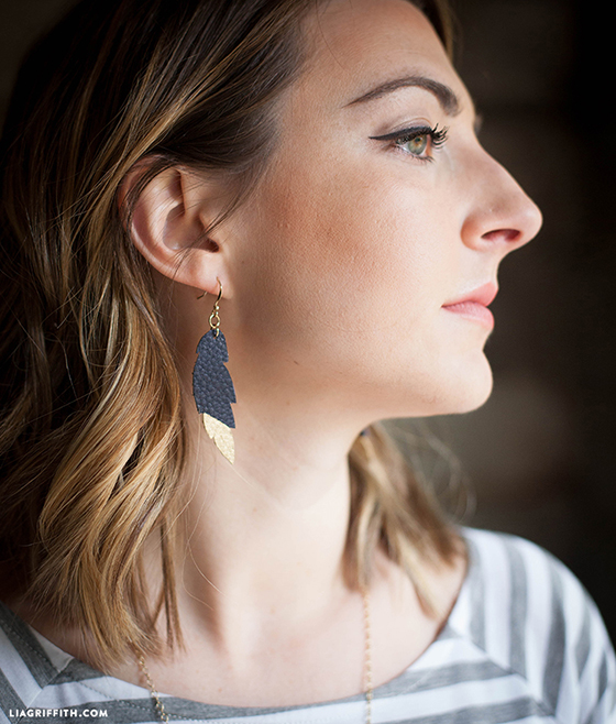 Simple_Leather_Feather_Earring_DIY
