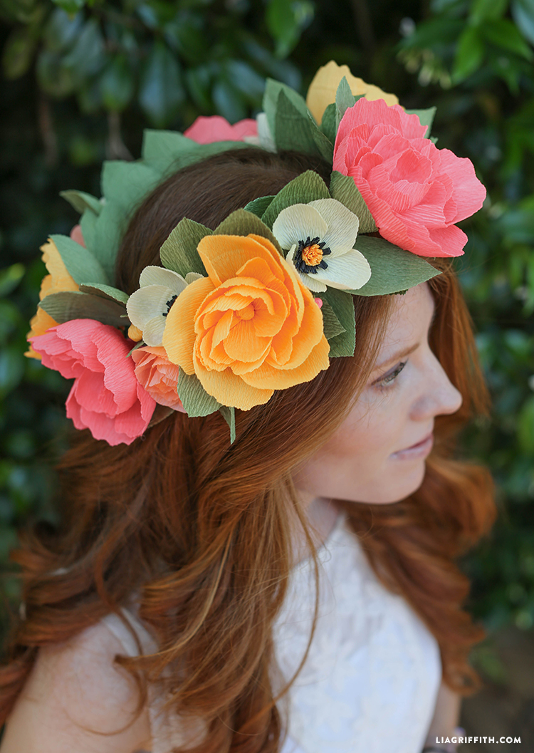 DIY_Crepe_Paper_Head_Wreath