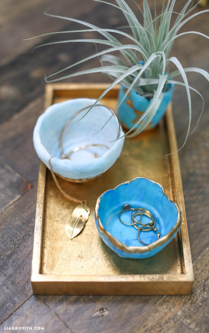 Friendly_Plastic_Ring_Bowls_DIY