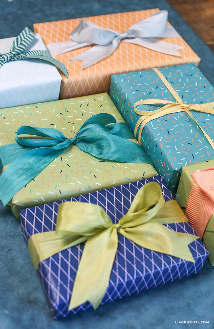 Birthday_Gift_Wrap_Green_Blue