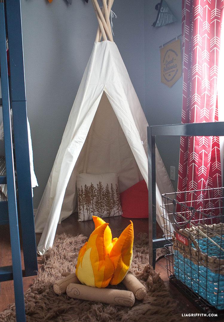 Camping_Room_Teepee_Pendants_Felt_Fire