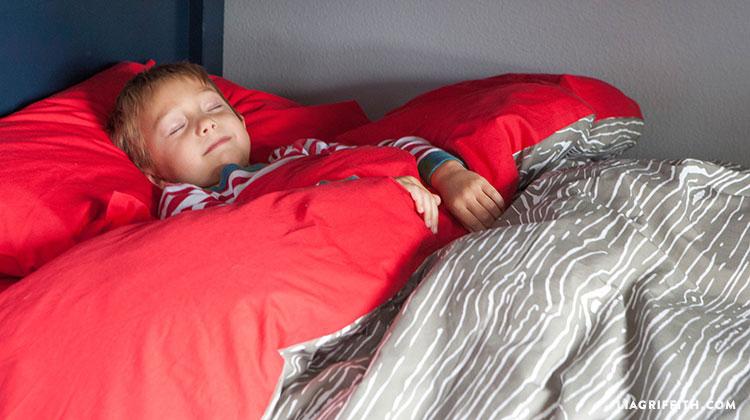 Kids_Woodgrain_Duvet_Camping_Room