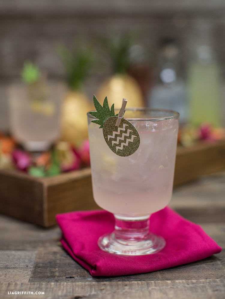 Summer_Refreshing_Tropical_Cocktail