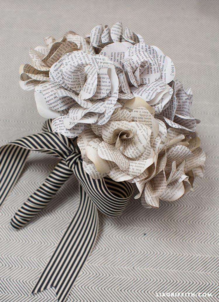Book_Page_Paper_Rose_Bouquet