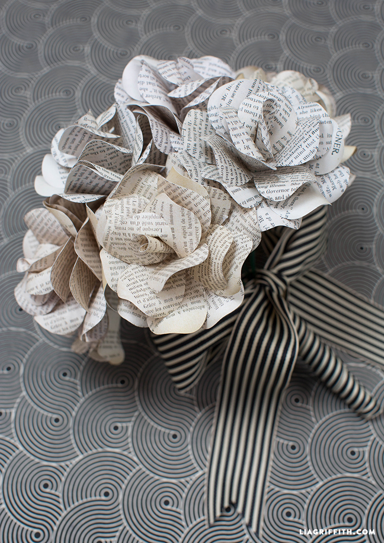 Paper_Rose_Bouquet_Book_Pages
