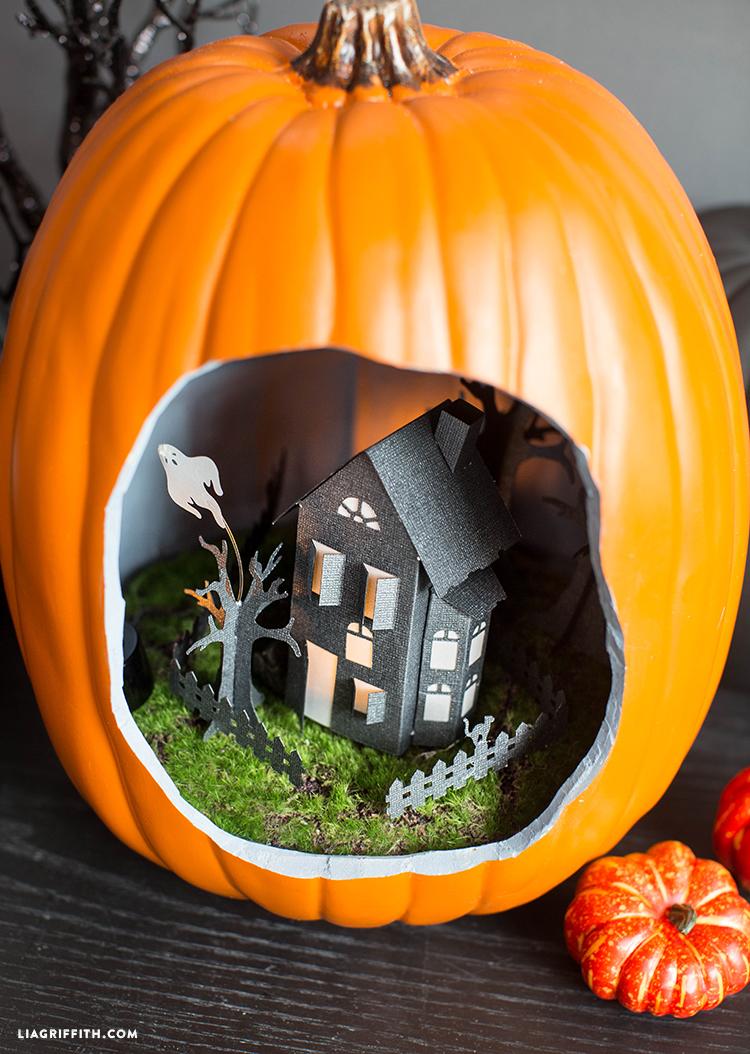 Pumpkin_Diorama_Haunted_House