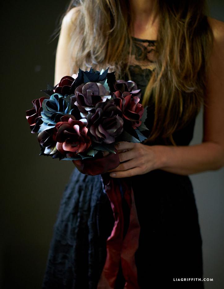 Black_Paper_Rose_Bouquet_Halloween
