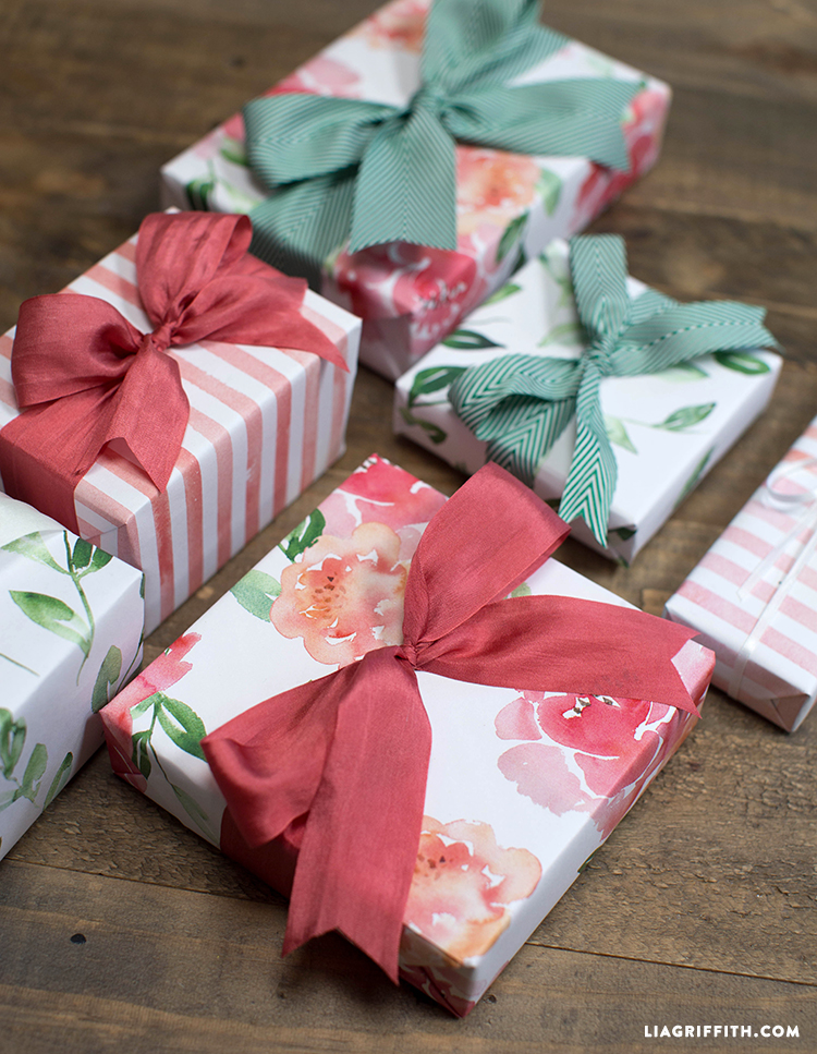 Gift_Wrap_Flowers_Watercolor