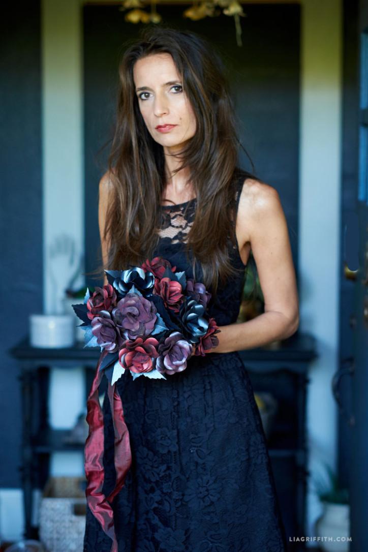 Halloween_Rose_Black_Paper_Bouquet