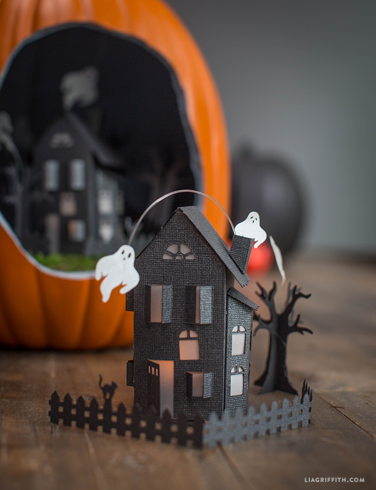 Papercut_Haunted_Mansion_DIY