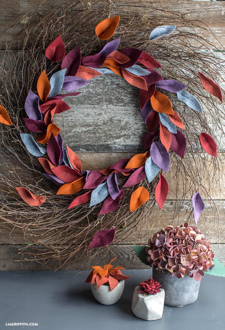 DIY_Fall_Felt_Leaf_Wreath