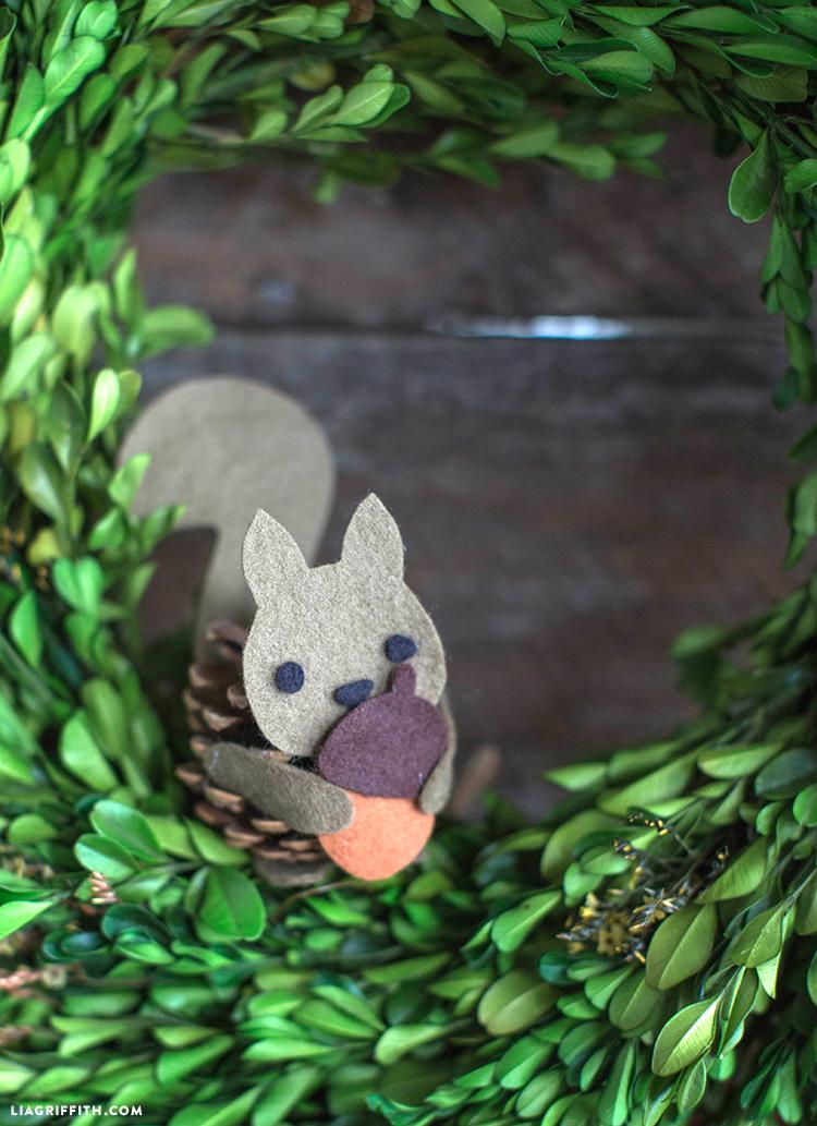 Felt_Squirrel_Pinecone_Craft_Kids