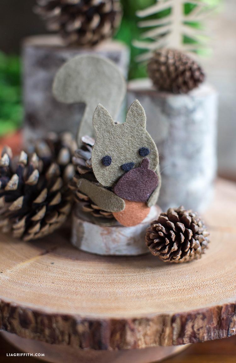 Kids_Craft_Pinecone_Felt_Squirrel