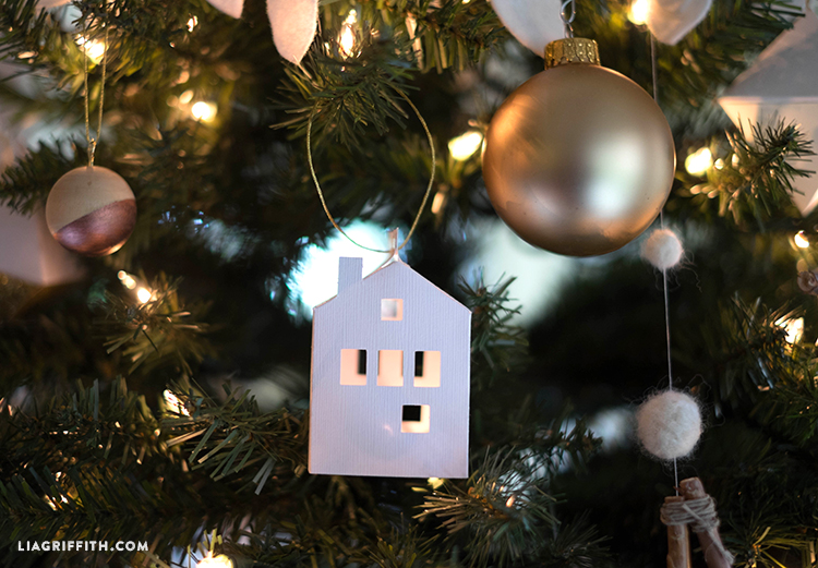 Michaels_Tree_Christmas_Reveal_House_Ornaments