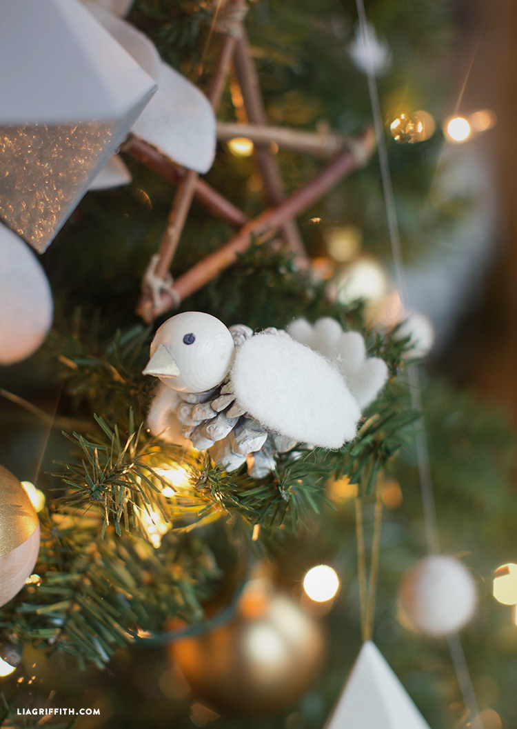 Pinecone_Bird_Ornament_Christmas_DIY