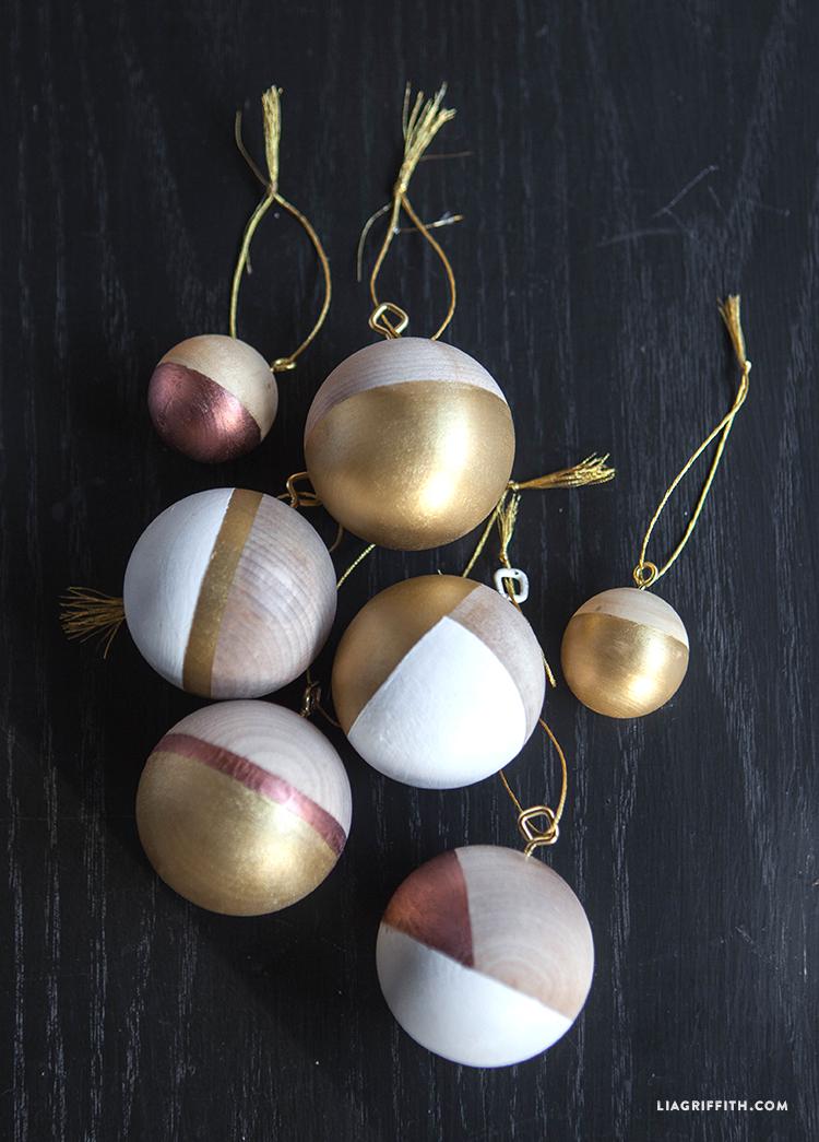 Ball_Ornaments_Wood_Metallic_Christmas