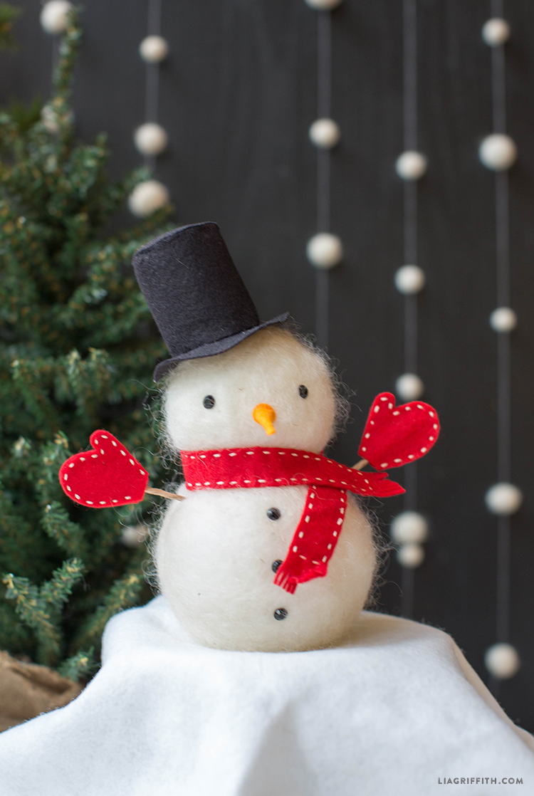 Snowman crafts - felted snowman