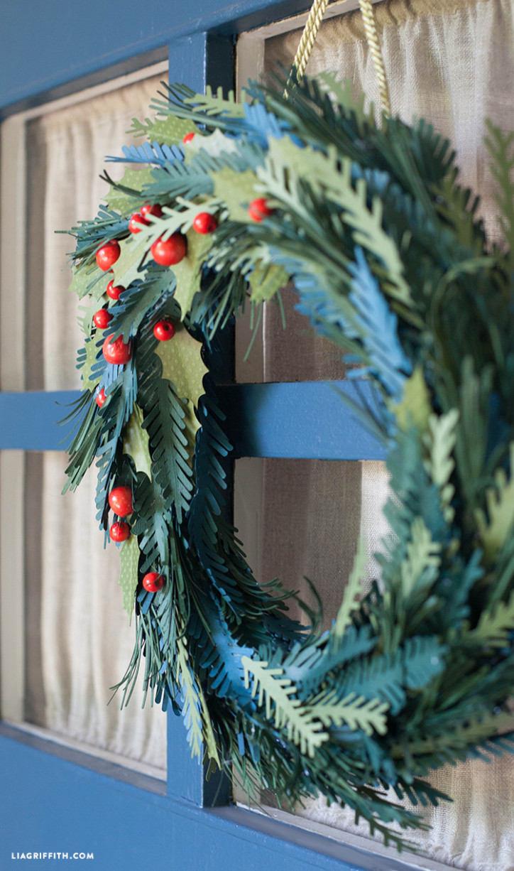 Holiday_Wreath_Evergreen_Paper