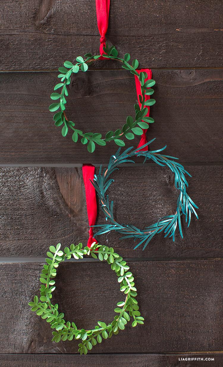 Mini_Holiday_Wreaths_Metallic_Paper