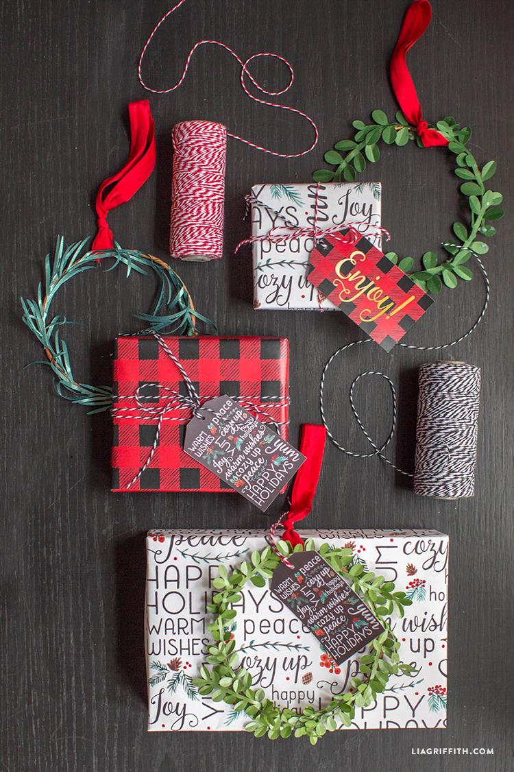 Buffalo_Plaid_Holiday_Gift_Wrap