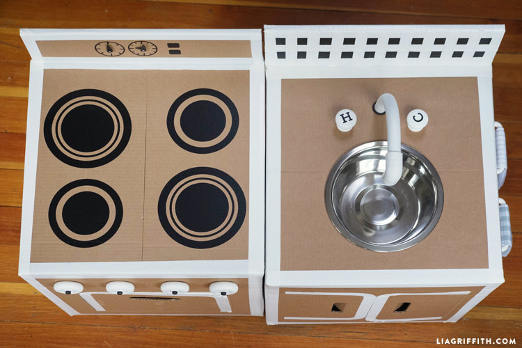 cardboard_diy_play_kitchen_0009
