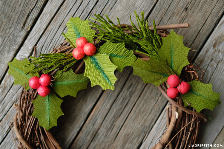 crepe_paper_holly_with_berries_0005