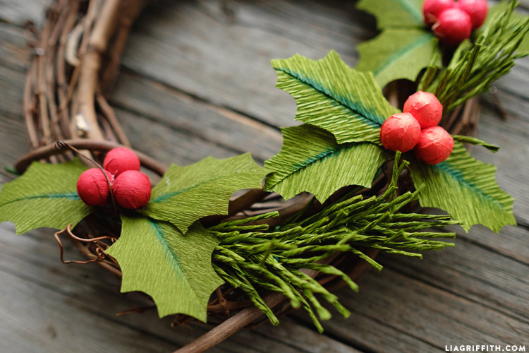 crepe_paper_holly_with_berries_0006
