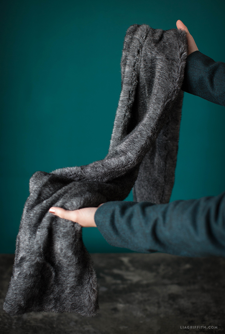 How to Make a Faux Fur Scarf