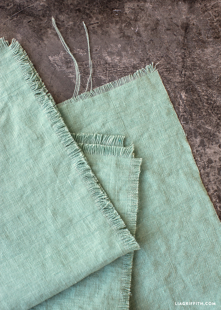 No Sew Frayed Linen Napkins Diy Tutorial