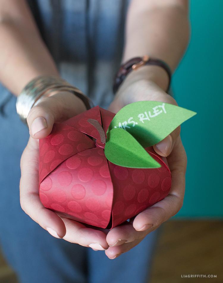 paper apples for teachers