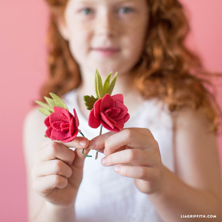 diy felt rose bud