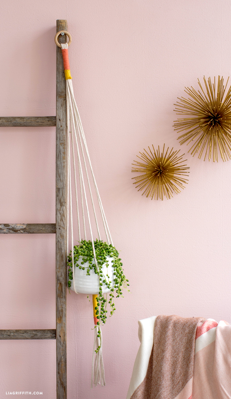 easy macrame hanging planter