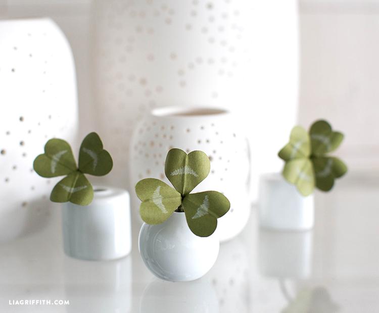 mini paper clovers