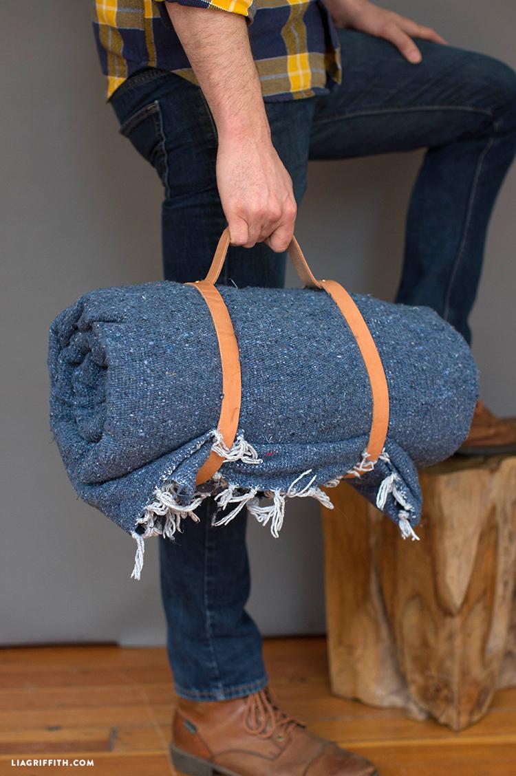 diy leather blanket carrier